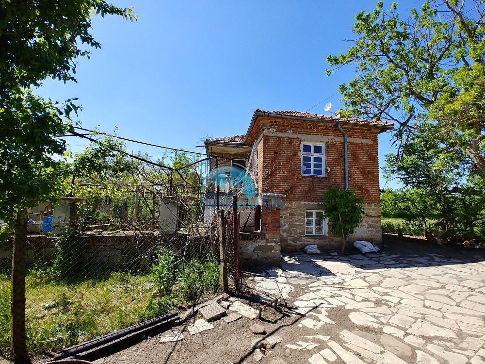 Бургас, с. Зорница, двухэтажный дом 104 кв.м на участке 2885 кв.м