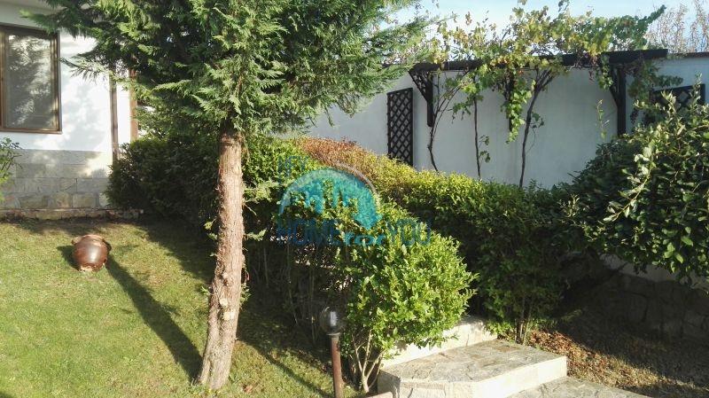 Добротный дом для постоянного проживания в местности Кошарица вблизи города Несебр 8