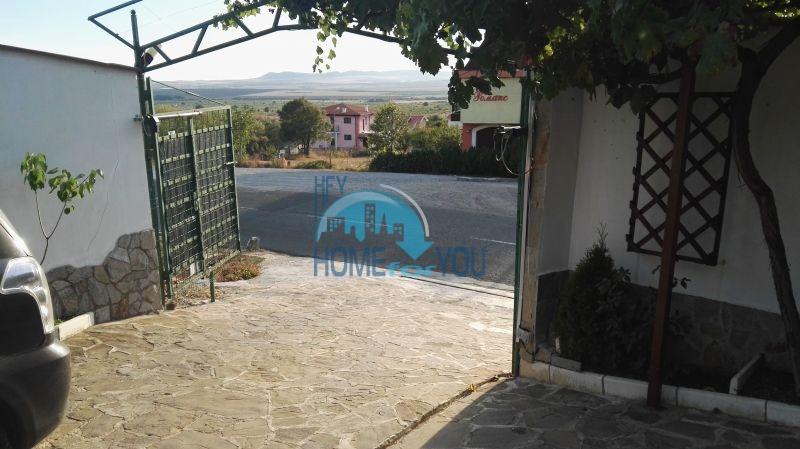 Добротный дом для постоянного проживания в местности Кошарица вблизи города Несебр 15