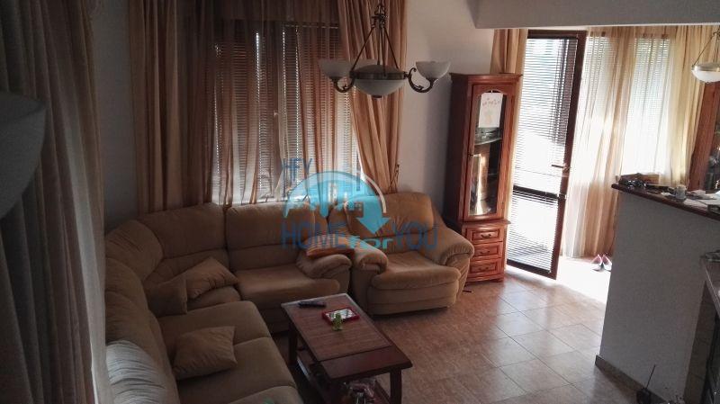 Добротный дом для постоянного проживания в местности Кошарица вблизи города Несебр 20