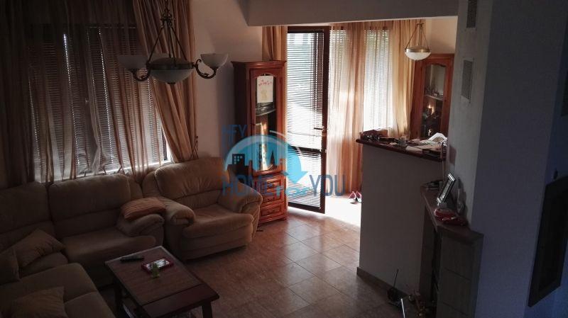 Добротный дом для постоянного проживания в местности Кошарица вблизи города Несебр 21