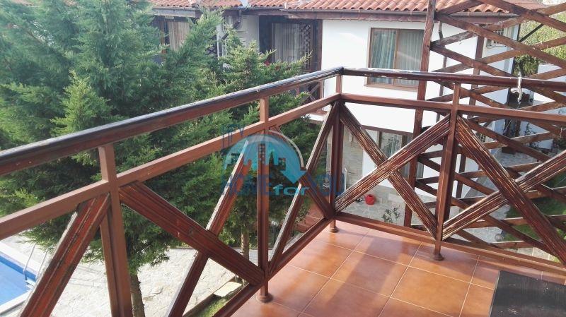 Добротный дом для постоянного проживания в местности Кошарица вблизи города Несебр 35