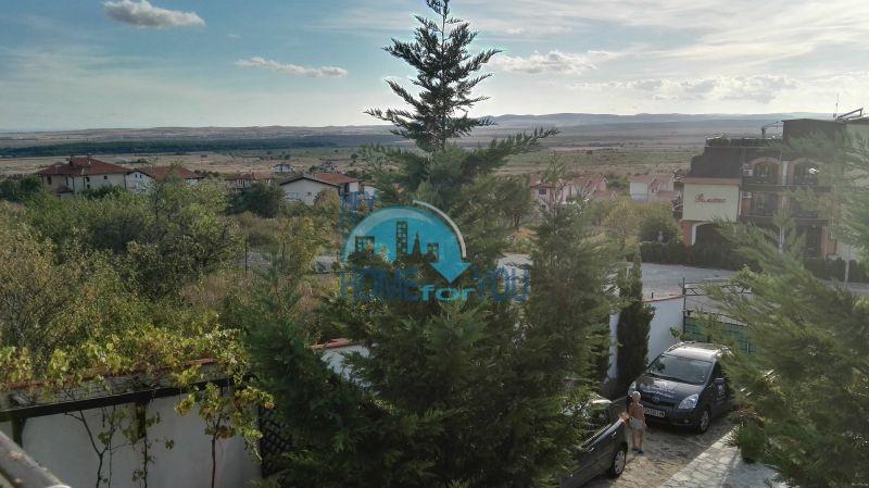 Добротный дом для постоянного проживания в местности Кошарица вблизи города Несебр 36