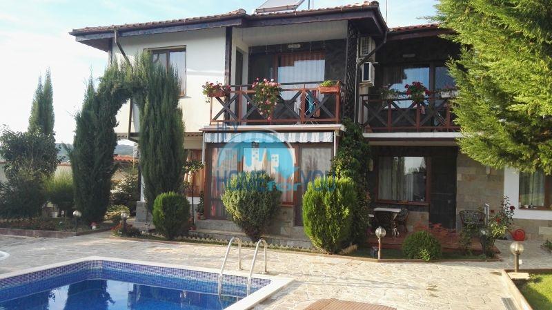Добротный дом для постоянного проживания в местности Кошарица вблизи города Несебр 2