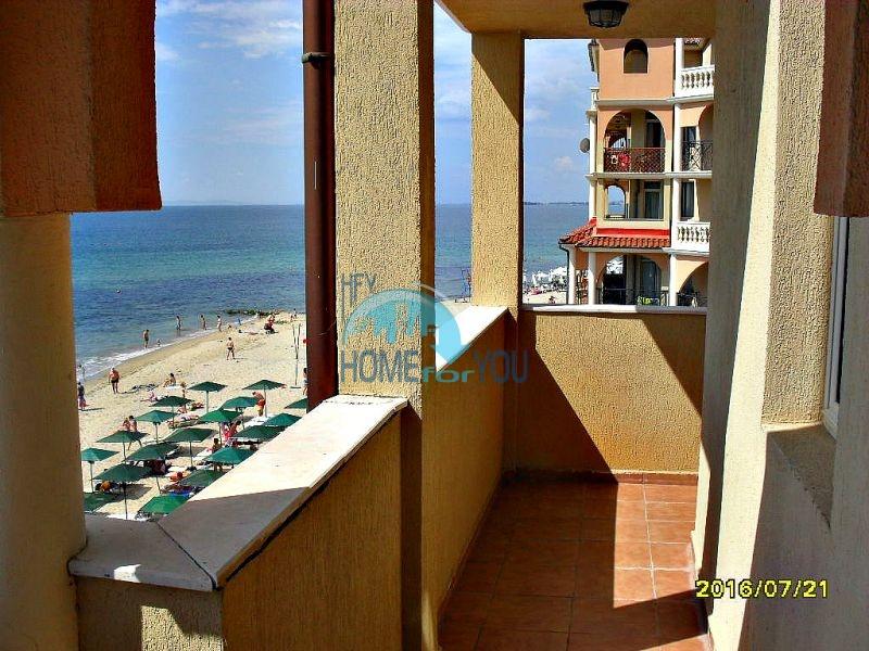 Двухкомнатная квартира с прямым видом на море в Елените комплекс Атриум на первой линии 2