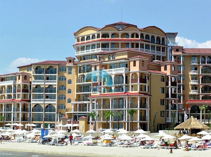 Двухкомнатная квартира с прямым видом на море в Елените комплекс Атриум на первой линии 7