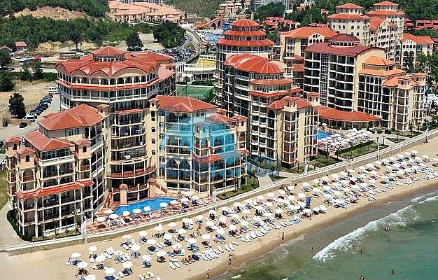 Двухкомнатная квартира с прямым видом на море в Елените комплекс Атриум на первой линии 8