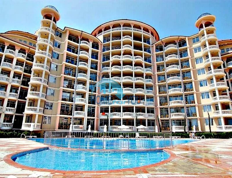 Двухкомнатная квартира с прямым видом на море в Елените комплекс Атриум на первой линии 9