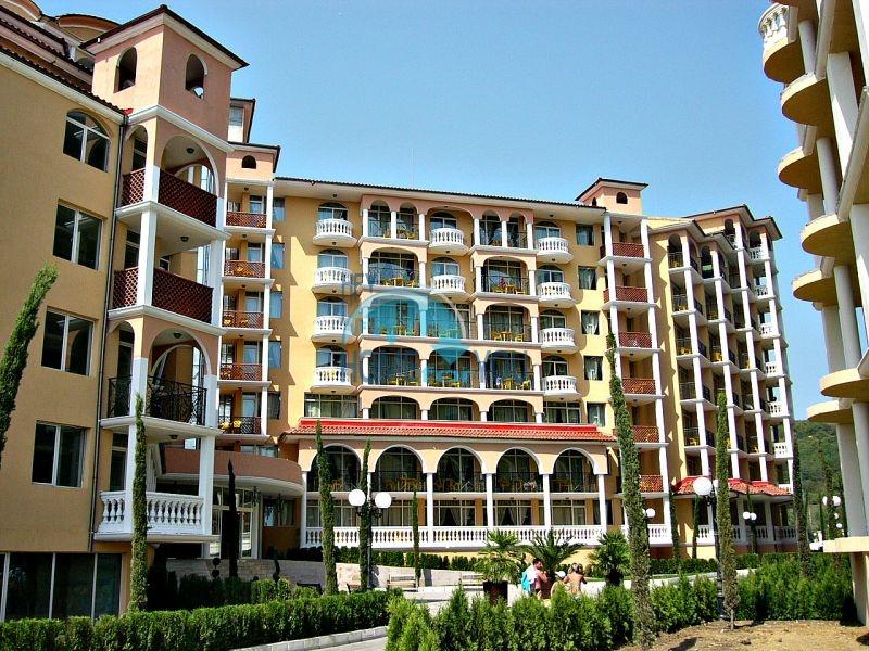 Двухкомнатная квартира с прямым видом на море в Елените комплекс Атриум на первой линии 10