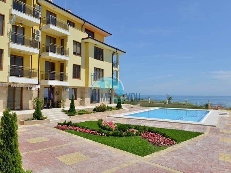 Двухкомнатная квартира с видом на море на первой линии в городе Бяла 11
