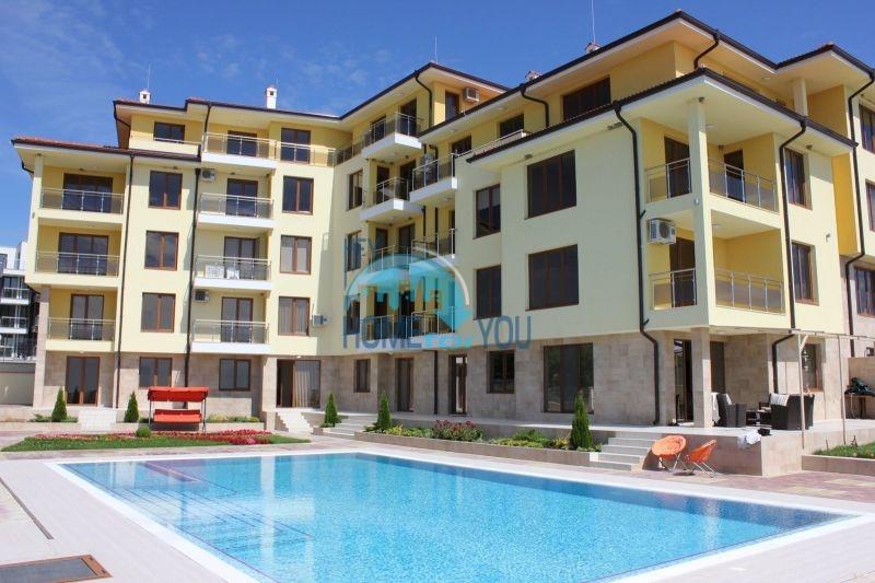 Двухкомнатная квартира с видом на море на первой линии в городе Бяла