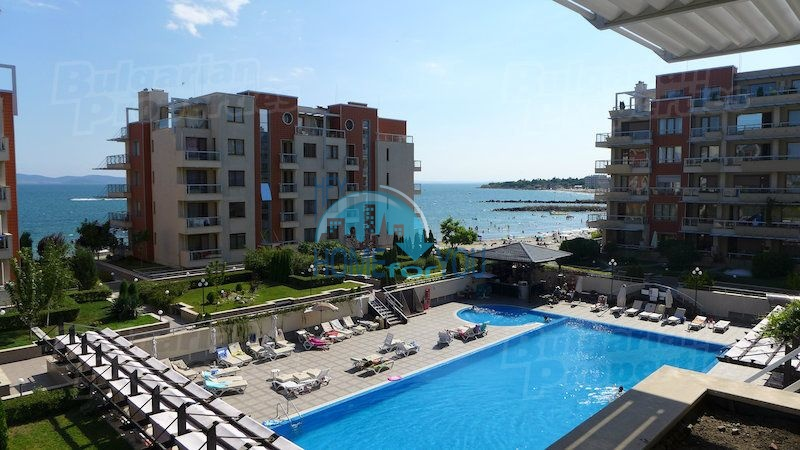Двухкомнатная квартира с видом на море в Поморие - первая линия