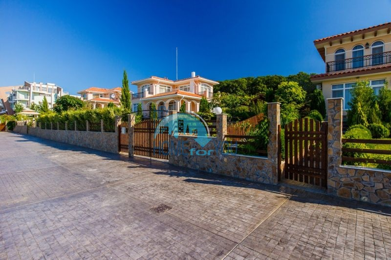 Фешенебельный дом с джакузи и качественной отделкой у моря в курортном поселке Кошарица 2