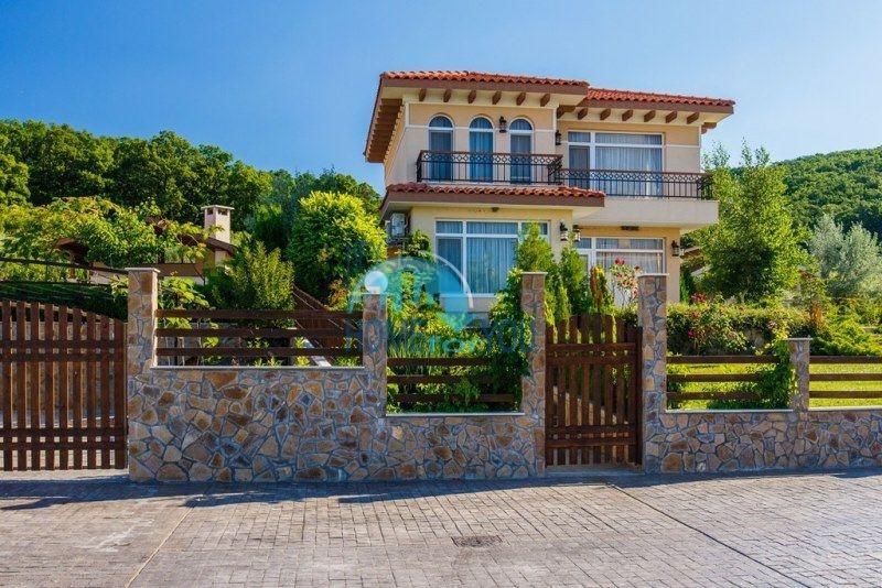 Фешенебельный дом с качественной отделкой у моря в курортном поселке Кошарица 4