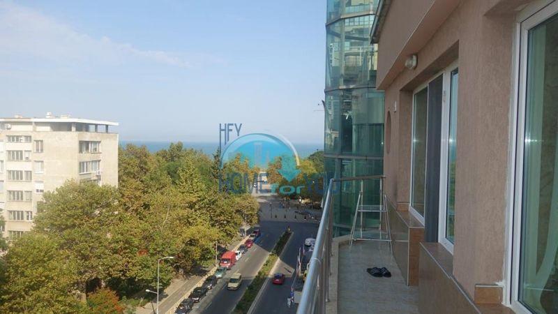 Красивая трехкомнатная квартира с видом на море в квартале Лазур, город Бургас