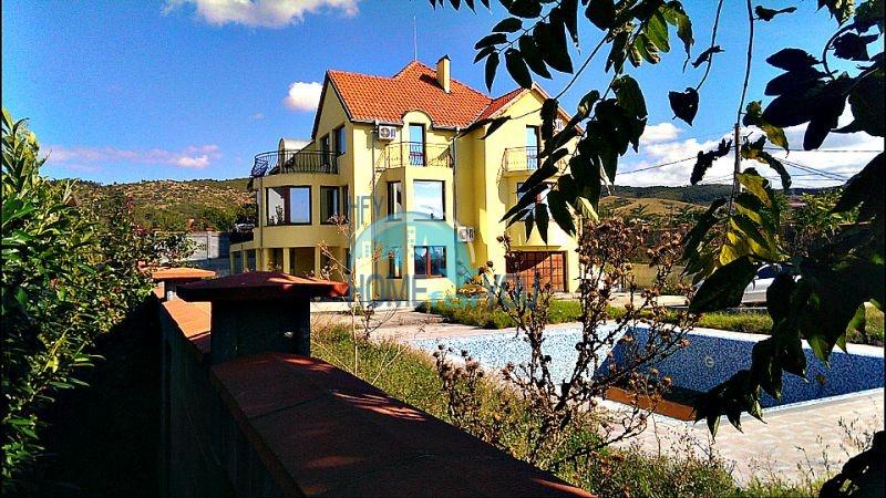 Красивый дом с бассейном возле минеральных бань в Бургасе, квартал Банево
