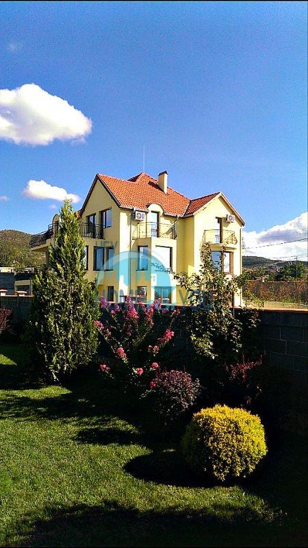 Красивый дом с бассейном возле минеральных бань в Бургасе, квартал Банево 3