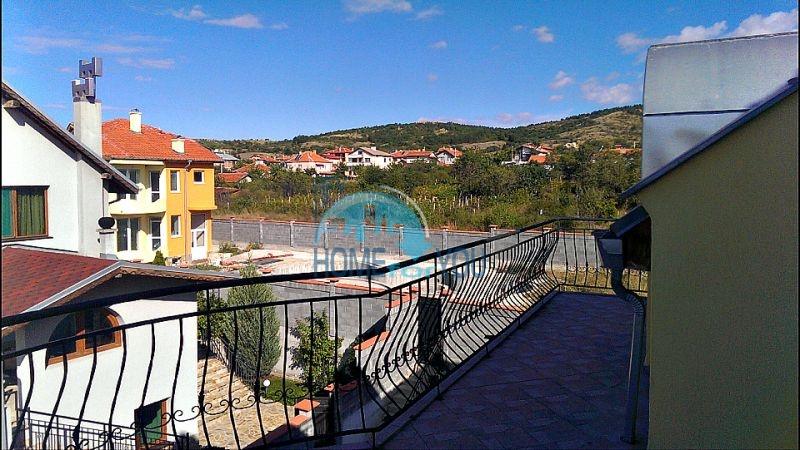 Красивый дом с бассейном возле минеральных бань в Бургасе, квартал Банево 4