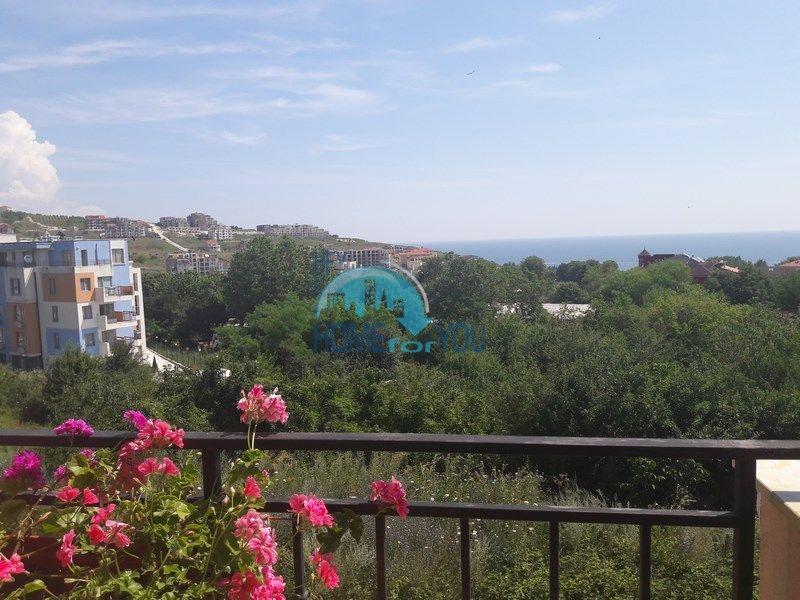 Меблированная двухкомнатная квартира с красивым видом на море в Бяле