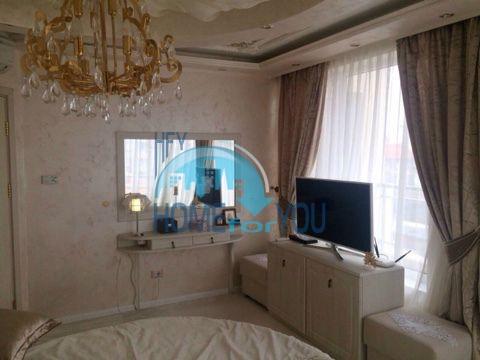 Меблированная светлая квартира с двумя спальнями в жилом доме Вилла Кастория в Равде