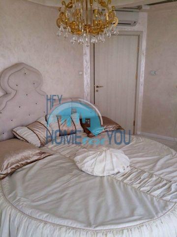Меблированная светлая квартира с двумя спальнями в жилом доме Вилла Кастория в Равде 5