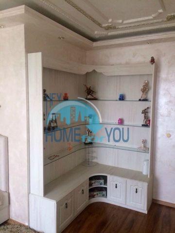 Меблированная светлая квартира с двумя спальнями в жилом доме Вилла Кастория в Равде 7