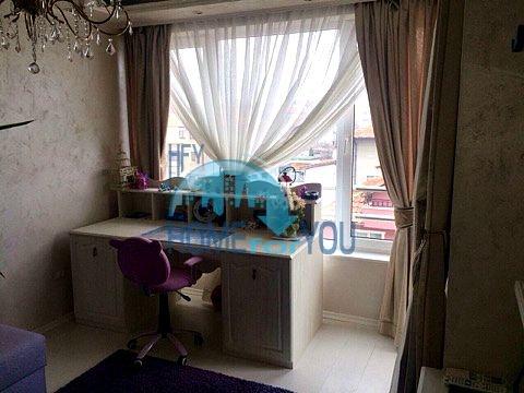 Меблированная светлая квартира с двумя спальнями в жилом доме Вилла Кастория в Равде 10