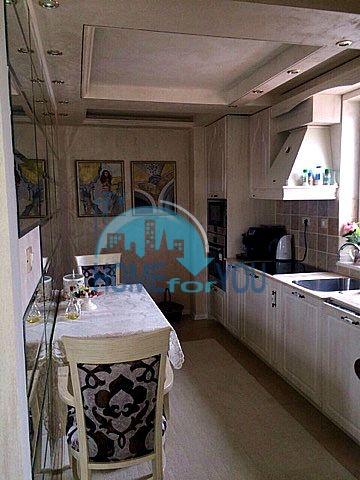 Меблированная светлая квартира с двумя спальнями в жилом доме Вилла Кастория в Равде 18