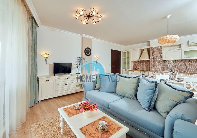 Меблированный трехкомнатный апартамент в элитном комплекс Пенелопа Палас в Поморие