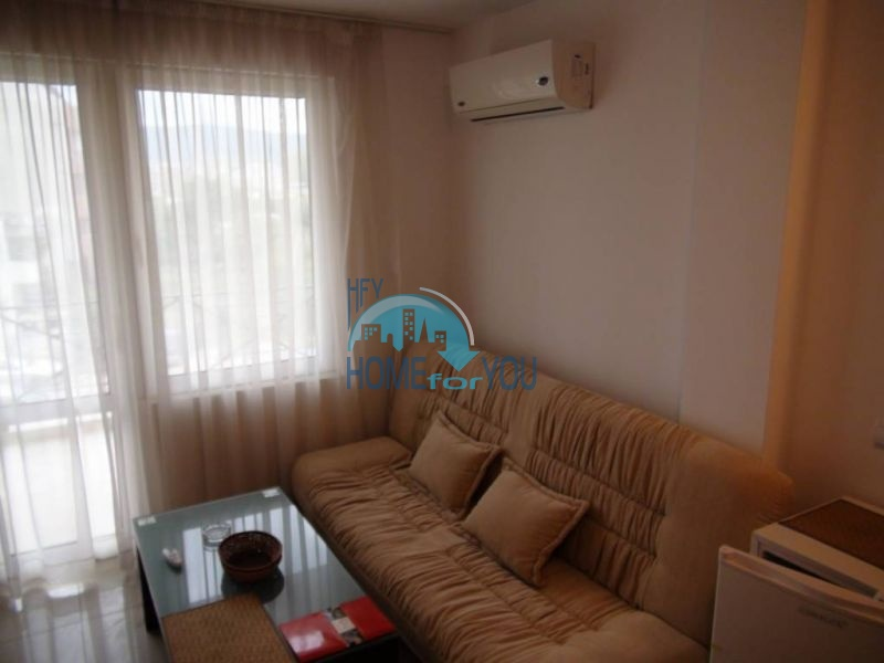 Недорогая трехкомнатная квартира на курорте Солнечный берег 3
