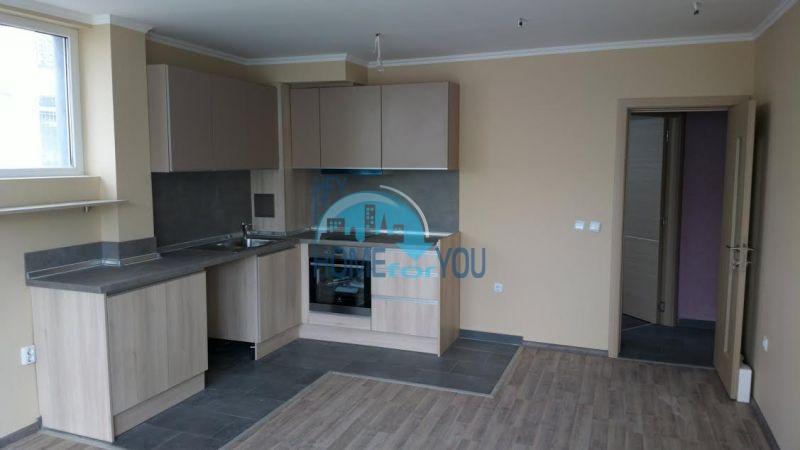 Новая двухкомнатная квартира в жилом доме в городе Бургас, квартал Сарафово