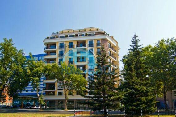 Новая элитная трехкомнатная квартира у моря в Бургасе, квартал Лазур