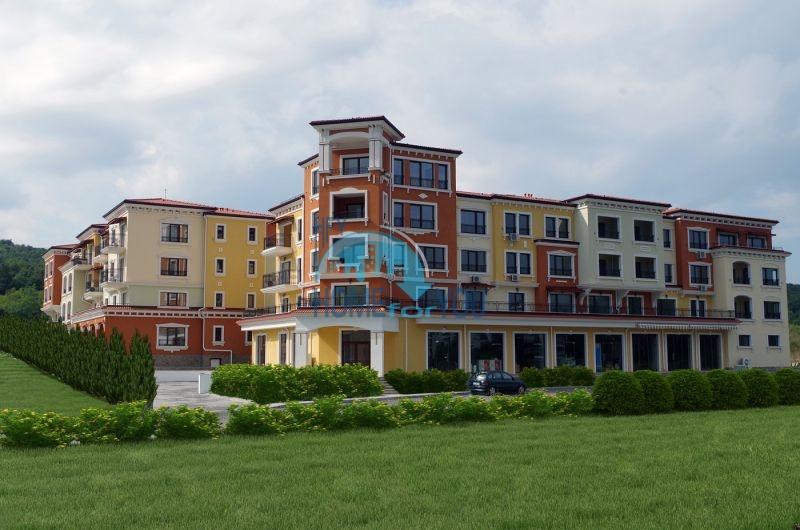 Новая трехкомнатная квартира с видом на море в комплексе Лили Бийч Ризорт, Созополь