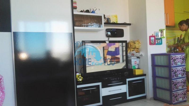 Очень просторная двухкомнатная квартира для ПМЖ на курорте Солнечный берег 3
