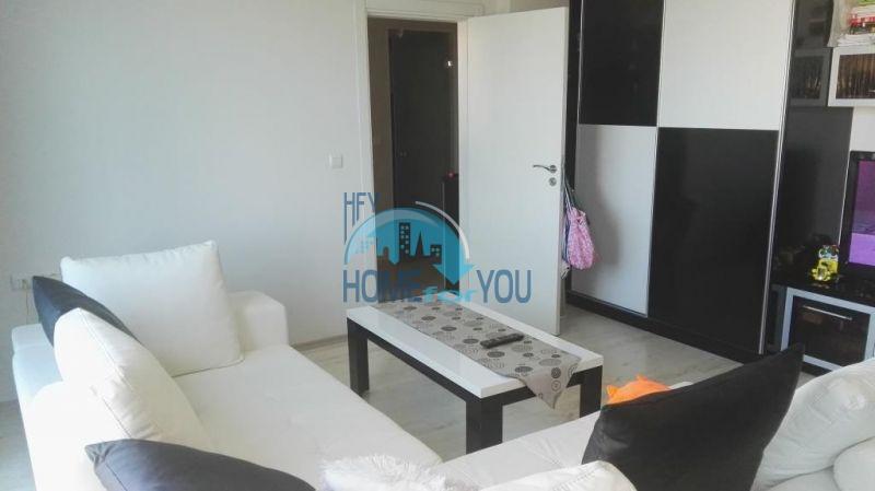 Очень просторная двухкомнатная квартира для ПМЖ на курорте Солнечный берег 4