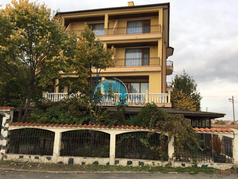Отель с рестораном на первой линии в курортном городке Ахелой