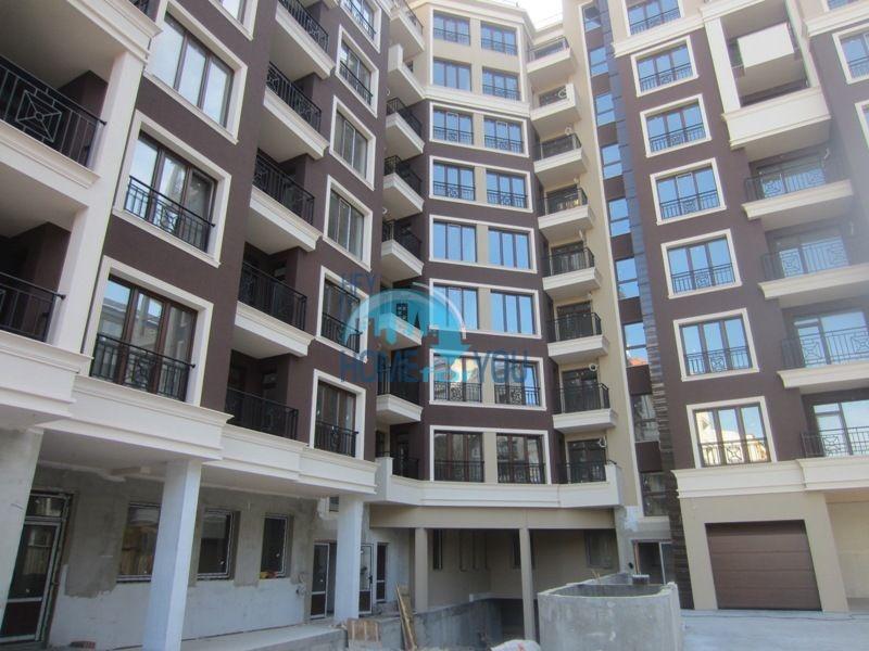 Прекрасные квартиры с видом на море в новом жилом здании в Бургасе