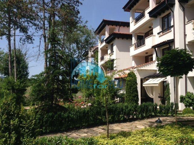 Роскошный трехкомнатный апартамент с выходом в сад с террасы в элитном Оазис Резорт и Спа, Лозенец 13