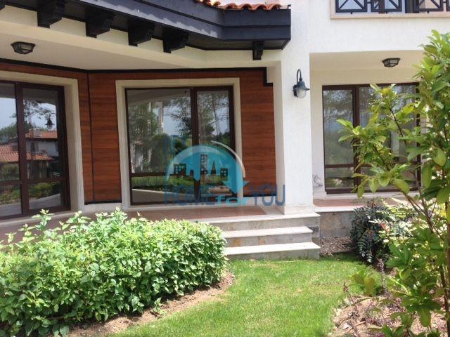 Роскошный трехкомнатный апартамент с выходом в сад с террасы в элитном Оазис Резорт и Спа, Лозенец 3