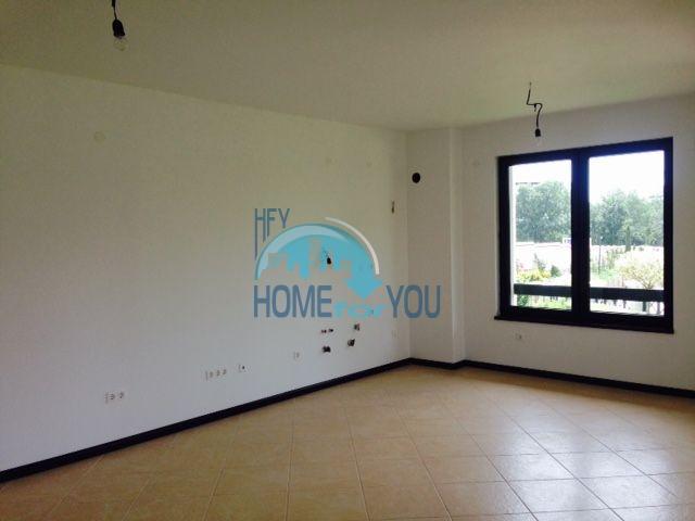Трехкомнатная новая квартира у моря в курорте Лозенец 6