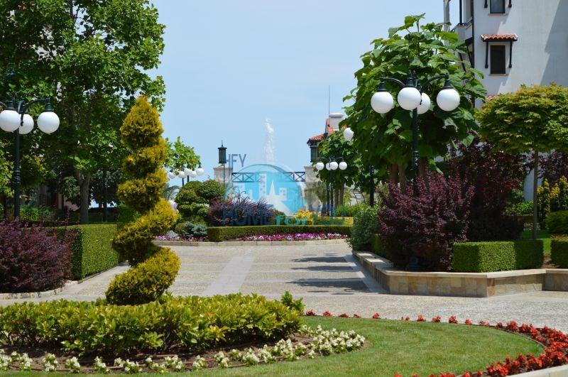Элитная трехкомнатная квартира с прекрасным видом на море в шикарном Oasis Resort & Spa, Лозенец