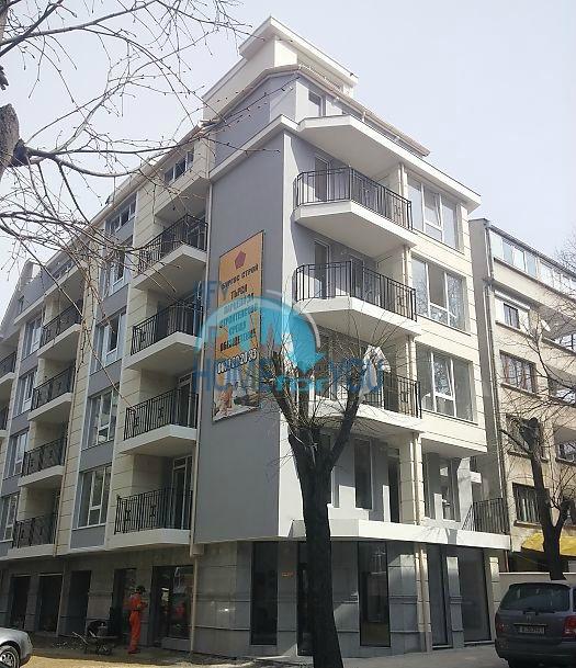 Просторная двухкомнатная квартира в Бургасе, жилой квартал Вызраждане