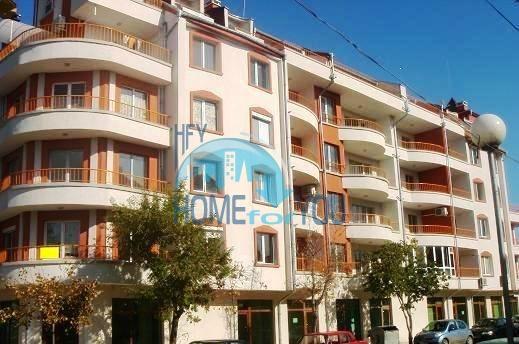 Просторная многокомнатная квартира для большой семьи в центре города Поморие