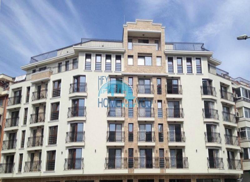 Трехкомнатная квартира с большой террасой и видом на море в Бургасе, квартал Изгрев