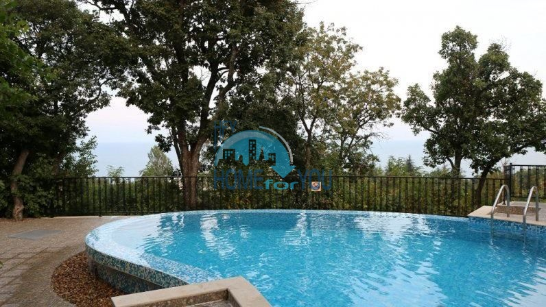 Трехкомнатная квартира с видом на море в жилом доме в городе Варна 6