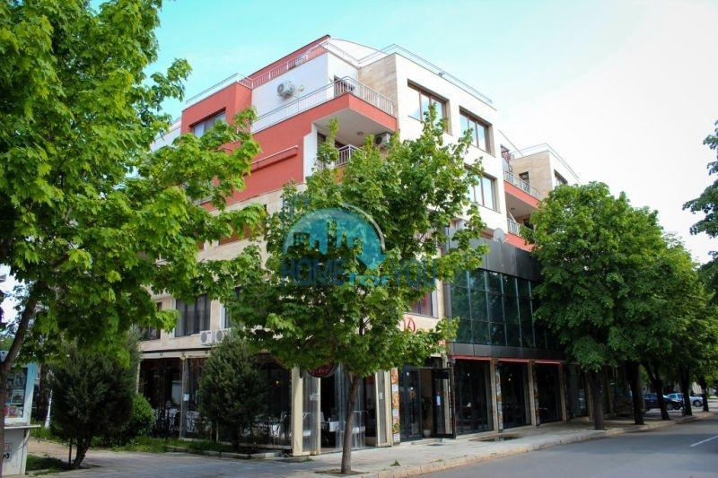 Трехкомнатная квартира в центре города Несебр