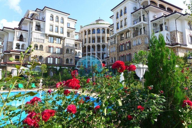Трехкомнатная квартира в элитном комплексе в городе Несебр