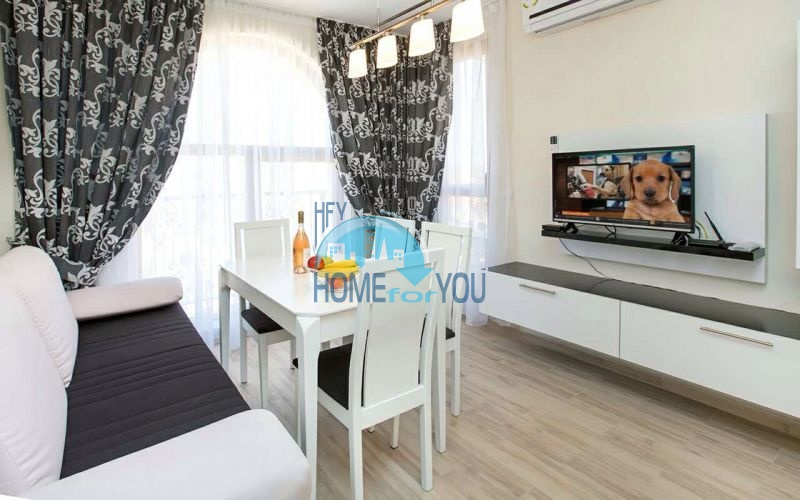Трехкомнатная квартира в элитном комплексе в Равда