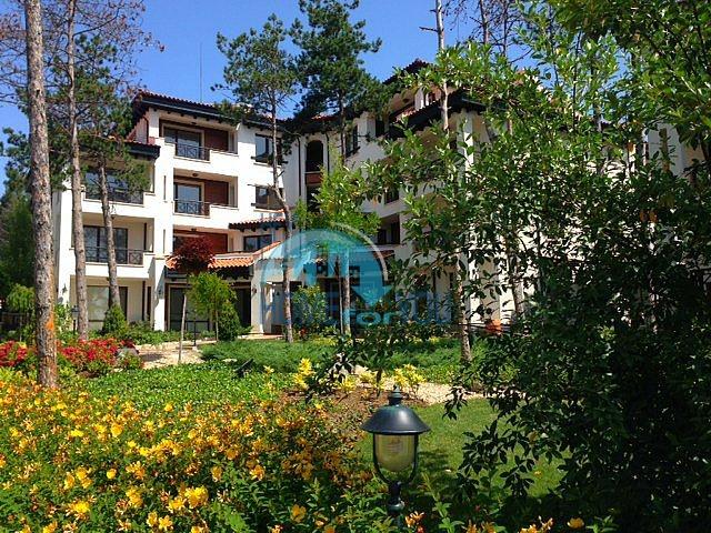 Трехкомнатная квартира в комплексе Оазис Ризорт и Спа Лозенец