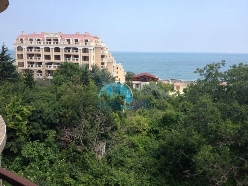 Трехкомнатнаяя квартира в 100 м от моря на курорте Золотые Пески, Варна